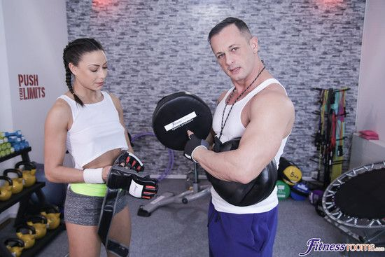 FitnessRooms – Cassie Del Isla