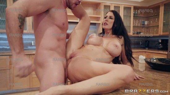 MommyGotBoobs – Reagan Foxx Sending Stepmoms Nudes