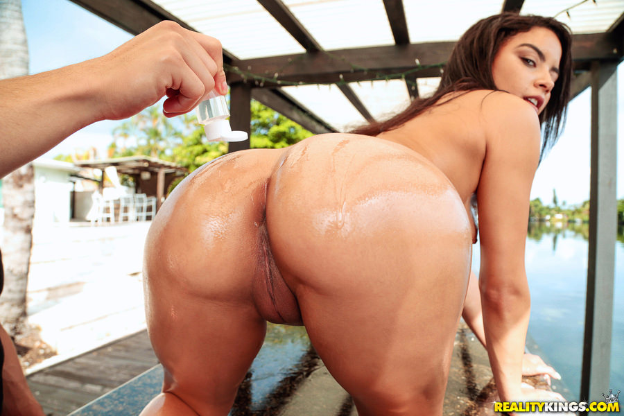 8thStreetLatinas – Maya Bijou – Maya Gets Soaking Wet