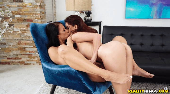 MomsLickTeens : Pool Nympho – Reagan Foxx , Brooke Haze