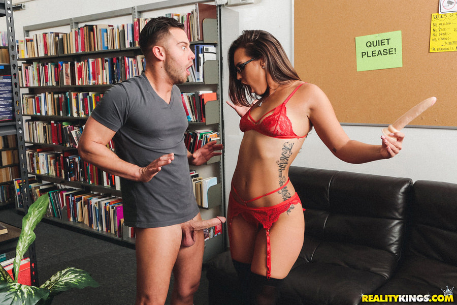 MonsterCurves: The Naughty Librarian – Kelsi Monroe
