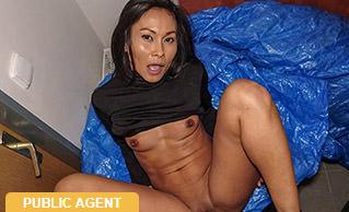 PublicAgent – Suzie – Hot Thai in gas station toilet fuck