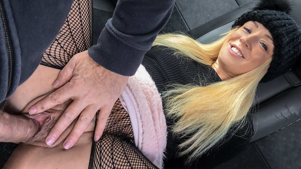 FakeTaxi – Hot blonde loves to give rimjobs – Amber Deen