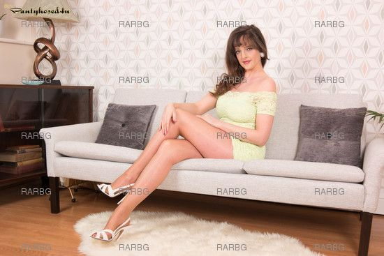 Pantyhosed4U – Kate Anne Lets Gloss Over It
