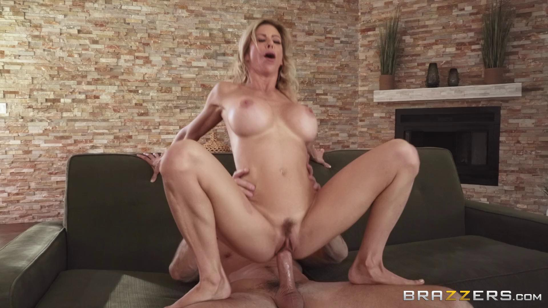 BrazzersExxtra – Alexis Fawx Plump As A Peach